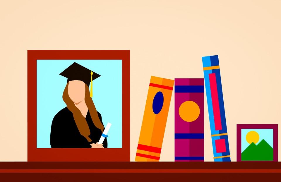Imagen animada de un cuadro con una fotografía a lado de unos libros libros de colores